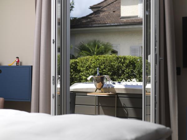 Stanserhof Zimmer mit Wirlpool 04 1000px