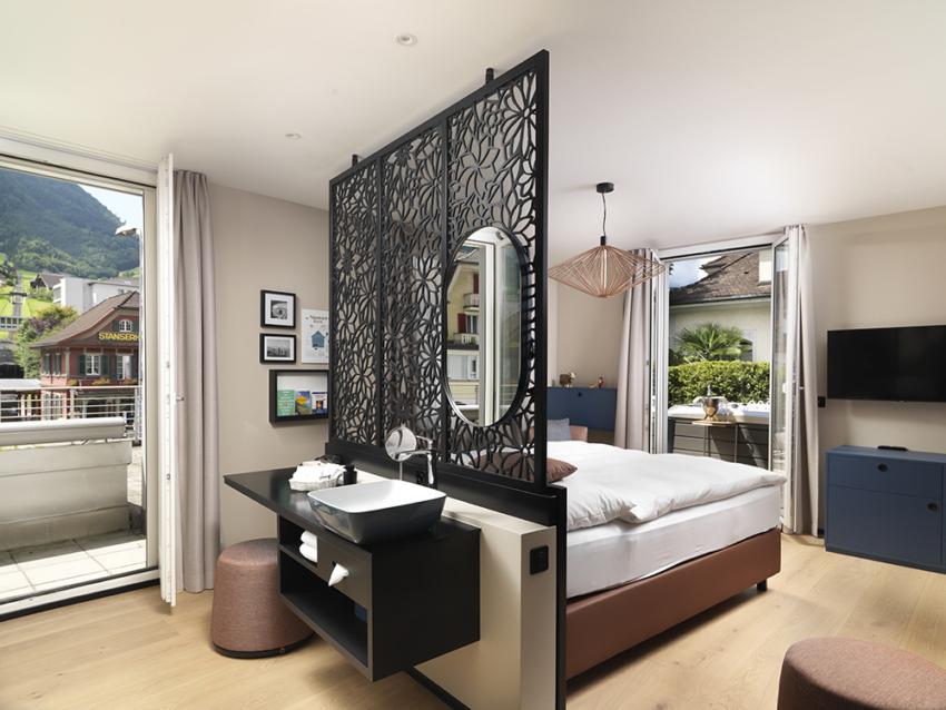 Stanserhof Zimmer mit Wirlpool 03 1000px